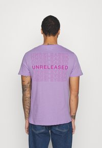 YOURTURN - T-shirt med print - lilac - 0