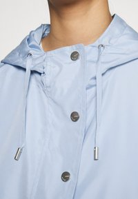 ONLY - ONLCONNIE POCKET ANORAK - Vindjakke - cashmere blue