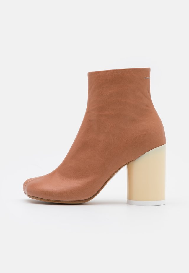High heeled ankle boots - sandstorm