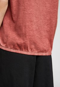 QS by s.Oliver - Basic T-shirt - rust - 6