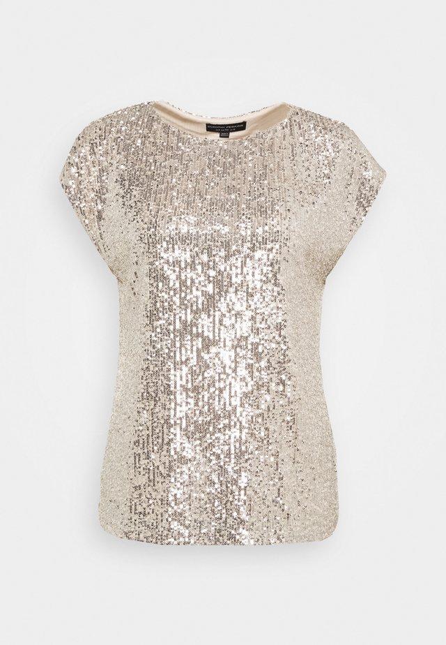 SEQUIN TEE - T-shirt z nadrukiem - champagne