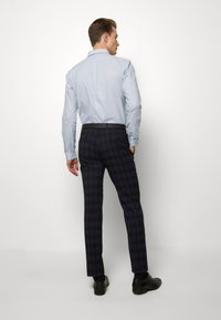 Ben Sherman Tailoring - MIDNIGHT TEXTURED CHECK SUIT - Completo - navy - 6