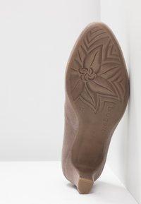 Bugatti - Classic heels - sand - 6