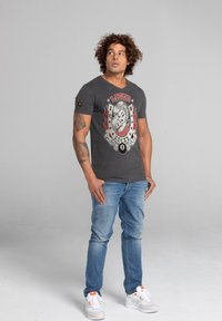 Liger - LIMITED TO 360 PIECES - CLAUDIA HEK - LUCKY - Print T-shirt - heather grey - 1
