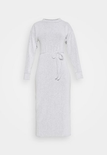 COSEY BELTED MIDI - Robe pull - grey