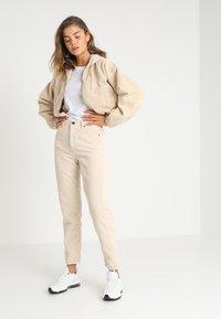 BDG Urban Outfitters - MOM - Kangashousut - white - 1