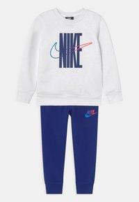 Nike Sportswear - RISE TAPING CREW SET - Tracksuit - deep royal blue - 0