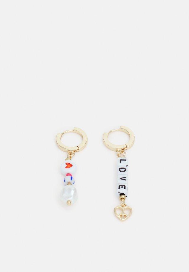 MIXED BEAD LOVE HOOP DROP EARRINGS - Kolczyki - gold-coloured