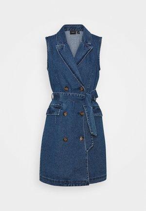 VMTAILOR DRESS - Denim dress - medium blue denim