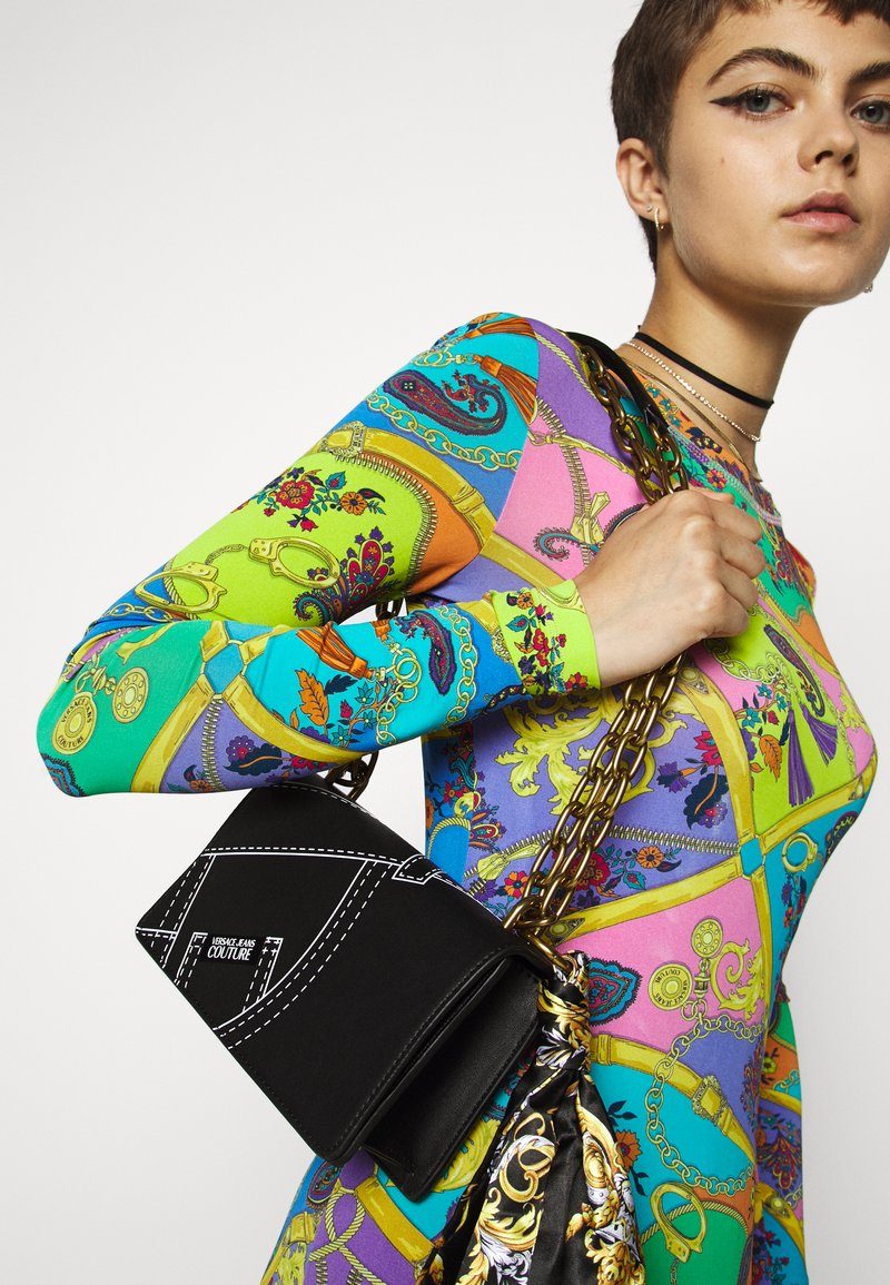 Versace Jeans Couture - CROSS BODY FLAP CHAINCUCITURE - Across body bag - nero