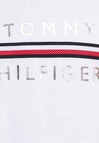 Tommy Hilfiger - FLAG TAPE TEE - T-shirt print - white - 2