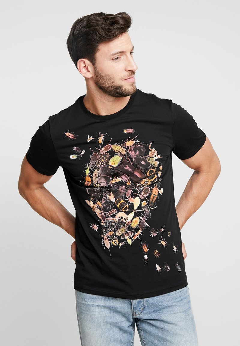 Pier One - TEE SKULL INSECTS - Print T-shirt - black