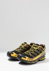 La Sportiva - ULTRA RAPTOR - Trail running shoes - black - 2