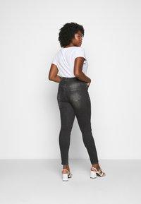 Vero Moda Curve - VMLORA WASH - Jeans Skinny Fit - black denim - 2