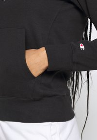 Champion - HOODED - Jersey con capucha - black - 5