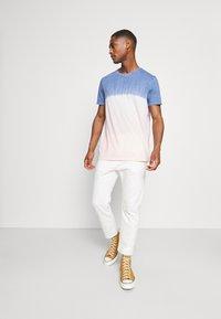 GAP - CREW TIE DYE - Print T-shirt - pink - 1