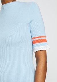 Victoria Victoria Beckham - STRIPE DETAIL SOFT SUMMER DRESS - Sukienka z dżerseju - pale blue - 7