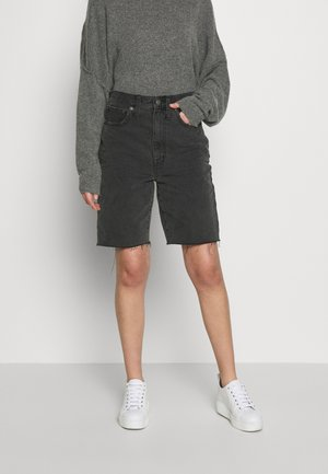 HIGH RISE MID LENGTH SHORTS IN ENCINO - Shorts vaqueros - encino wash
