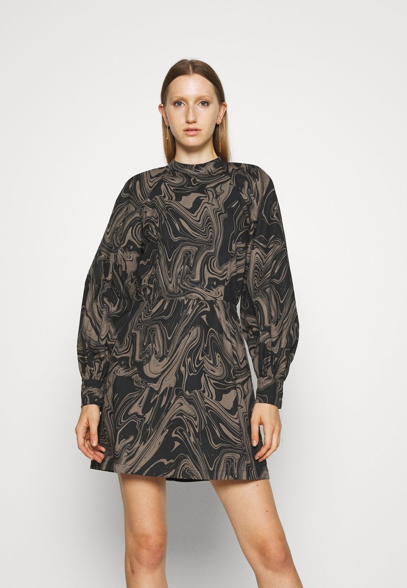 Bruuns Bazaar - ZAZZE DRESS ALINE - Denní šaty - marbell