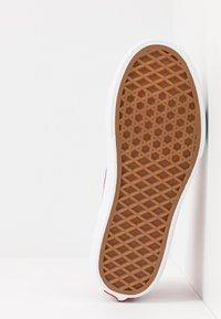 Vans - SK8 PLATFORM 2.0 - Sneaker high - chili pepper/fuchsia pink - 5