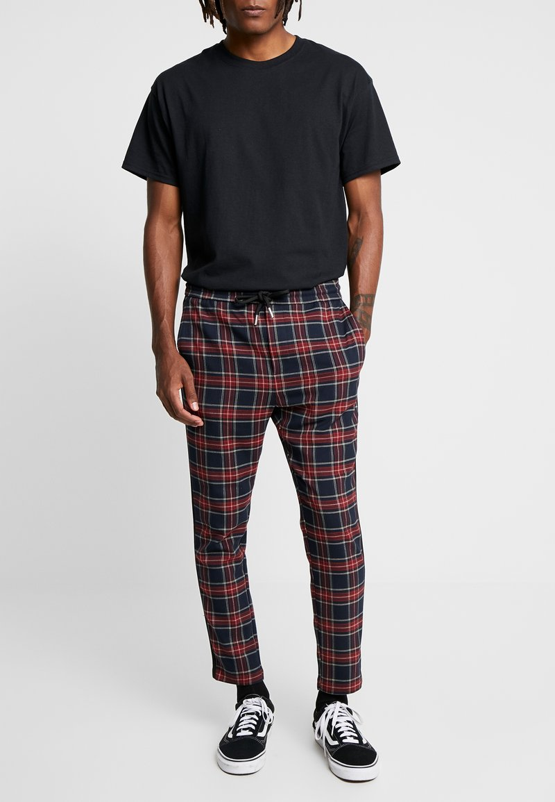 Only & Sons - ONSLINUS CHECK TAPE PANT  - Kalhoty - dress blues