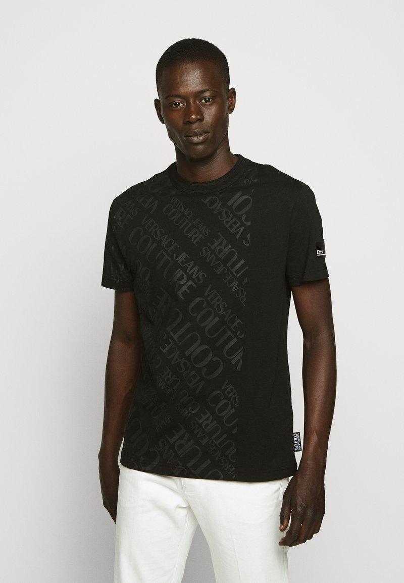 Versace Jeans Couture - TONAL ALLOVER LOGO - T-shirt imprimé - black