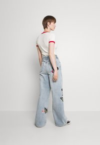 BDG Urban Outfitters - BADGE PUDDLE - Relaxed fit jeans - summer blue - 2