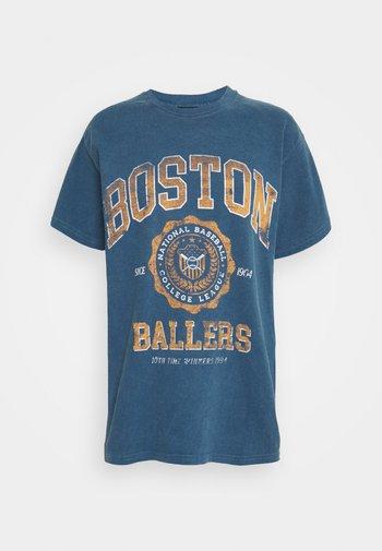 COLLEGIATE VARSITY TEE - T-shirt med print - blue