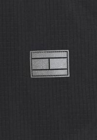 Tommy Hilfiger - MODERN ESSENTIALS - Parkatakki - black - 8