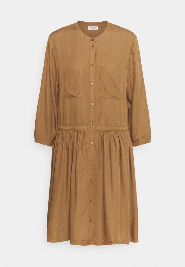 DRESS WITH VOLANT - Vestido informal - tobacco