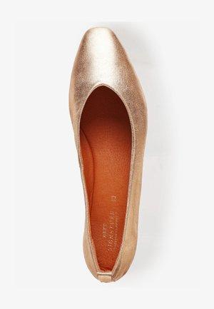 SIGNATURE FOREVER COMFORT®  - Ballet pumps - brown