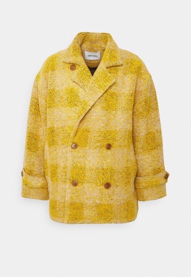 PLUMBER JACKET - Wollmantel/klassischer Mantel - beige/yellow