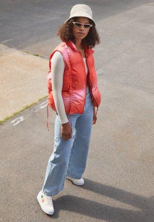 FORUM BOLD  - Trainers - white/footwear white/acid orange