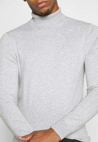 Burton Menswear London - FINE GAUGE ROLL  - Trui - light grey - 5