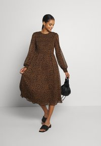 Vero Moda - VMSIFFY O NECK SMOCK CALF DRESS - Day dress - coffee liqueúr - 1