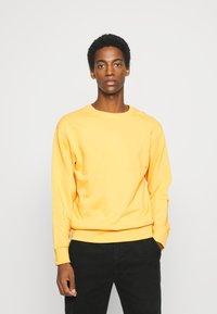 Selected Homme - SLHJASON CREW NECK - Sweatshirt - mango mojito - 0