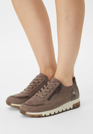 Baskets basses - taupe