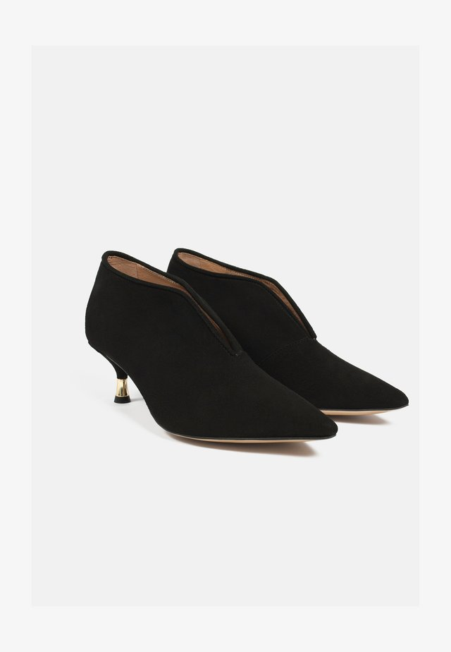 LOOK AT HER NOW - Classic heels - black