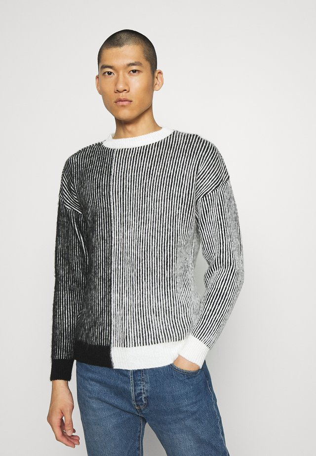 VERTICAL SPLICE CREW NECK - Jumper - white