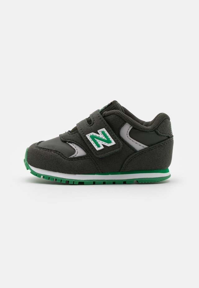 IV393CGN-M UNISEX - Sneakers - green