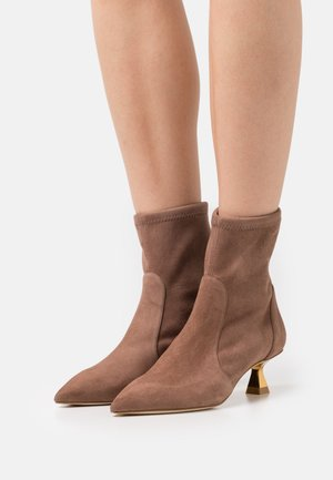 MAX BOOTIE - Classic ankle boots - taupe/gold