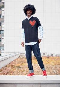 Vivienne Westwood - HEART CLASSIC - Print T-shirt - black - 2