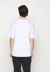 Jack & Jones - JORBRINK CREW NECK - T-shirt basique - white - 2
