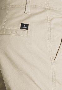 Jack & Jones - JJIMARCO JJJOE CUFFED - Cargo trousers - white pepper - 5
