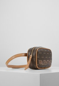Valentino Bags - LIUTO - Rumpetaske - brown - 2