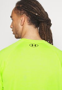 Under Armour - Basic T-shirt - green citrine - 5