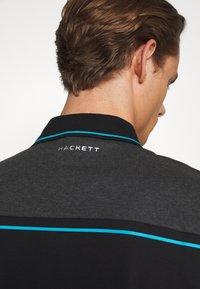 Hackett Aston Martin Racing - AMR CUT LINE  - Polotričko - blk/charcol - 5