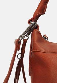 FREDsBRUDER - DAILY ZOOM - Handbag - whisky - 3