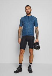 Gore Wear - LINE BRAND TRIKOT - T-shirt z nadrukiem - deep water blue/orbit blue - 1