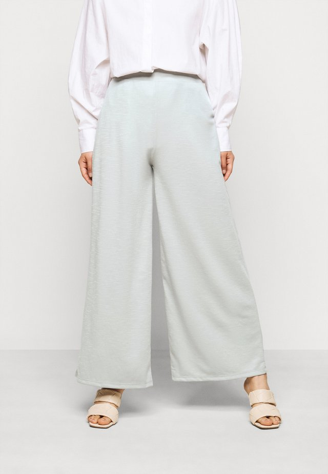 ONLLAYLA WIDE PANTS  - Tygbyxor - light grey melange